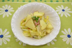白菜とりんごの塩もみサラダ