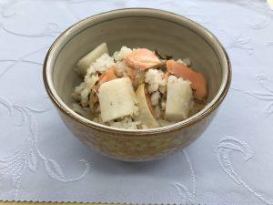ナガイモとサケの炊き込みご飯