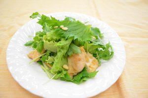 ペラペラチキンと野菜のサラダ