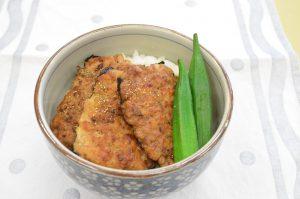 豆腐の蒲焼き丼(1人分:275kcal)